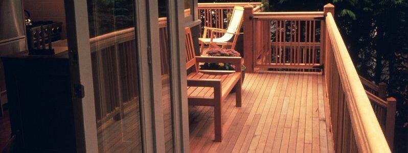 דק סידר במרפסת, מחסן העצים של א.צ ג'רבי
